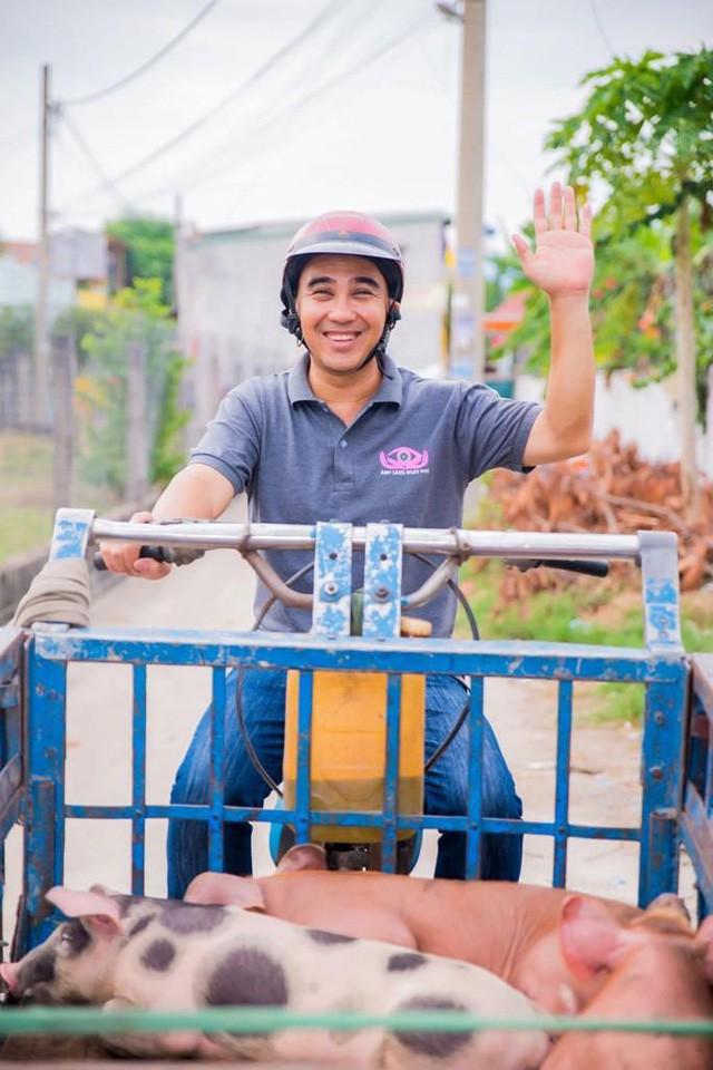 Anh quen thuộc với các chương trình từ thiện, nhằm giúp đỡ những hoàn cảnh khó khăn.