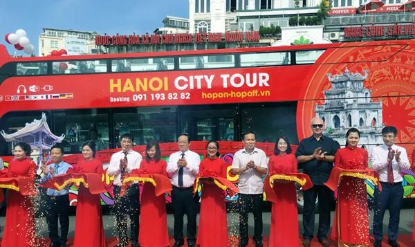 Hà Nội lần đầu vận hành xe buýt 2 tầng thoáng nóc