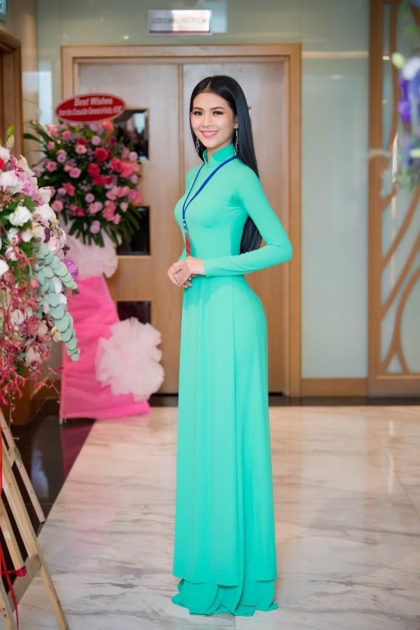Trước khi dự thi Hoa hậu Việt Nam, Đinh Thị Triều Tiên từng thắng giải Á khôi 2 Hoa khôi Sinh viên Việt Nam 2017.