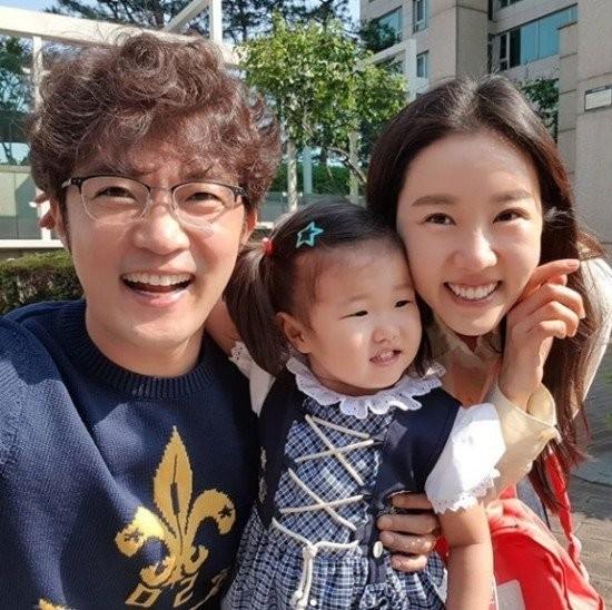 Ahn Jae Wook và vợ con
