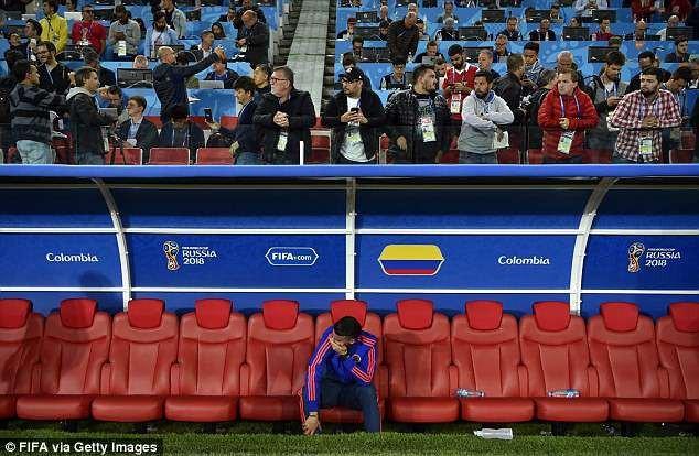 Nhưng Rodriguez vẫn không giấu được những giọt nước mắt