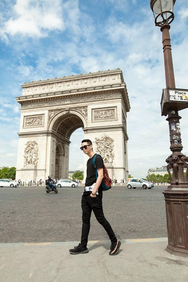 Hoa hậu Phụ nữ Toàn thế giới Dương Thùy Linh có một cậu em trai tên là Dương Đức Anh. Đức Anh sinh năm 1992, sở hữu chiều cao gần 1m9.