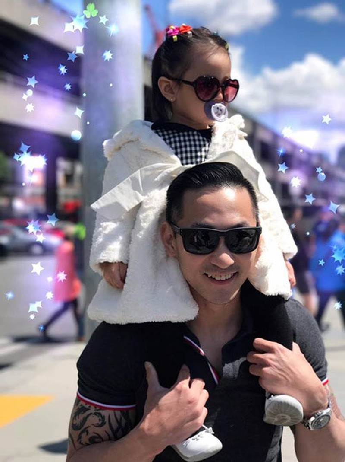 Hà Kiều Anh còn chia sẻ em trai cô rất thích chơi với trẻ con...
