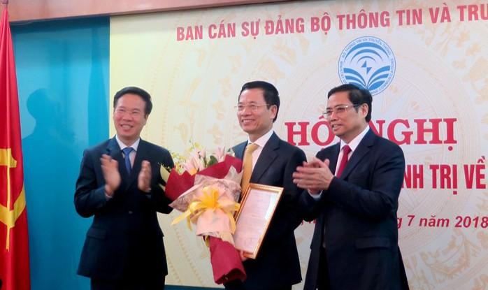 Trao trọng trách mới tại Bộ TT& TT cho Thiếu tướng Nguyễn Mạnh Hùng