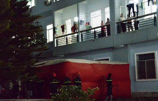 Lực lượng cứu hộ túc trực suốt đêm ứng cứu ông N.