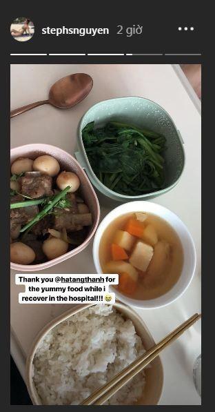 Hay mới đây, chị chồng của Hà Tăng là Stephanie Nguyễn còn khoe đồ ăn mà em dâu là Tăng Thanh Hà mang vào bệnh viện cho cô trong thời gian sau sinh. Stephanie Nguyễn cho biết, đồ ăn của Tăng Thanh Hà rất ngon và giúp cô bồi bổ sức khỏe.