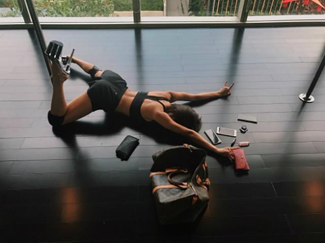 MC Phương Mai update trend ngã sấp mặt ở phòng tập gym cá tính với phong cách riêng.