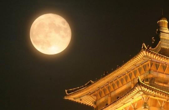 Trung Quốc tạo ra mặt trăng thứ 2, giới khoa học lo ngại - Ảnh 1.