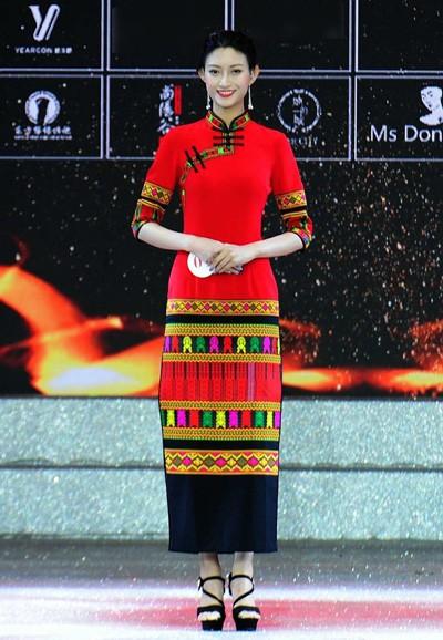 Mao Bồi Nhị trong đêm chung kết cuộc thi sắc đẹp.