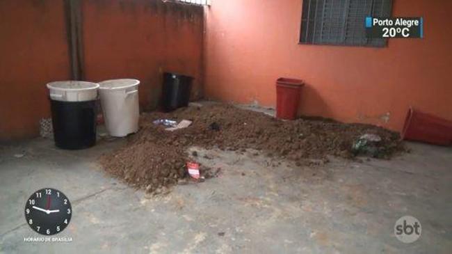Mảnh sân trong ngôi nhà cho thuê ở Sao Paulo, nơi hai nghi phạm chôn Marcia Miranda hồi tháng 10. Ảnh: sbt.