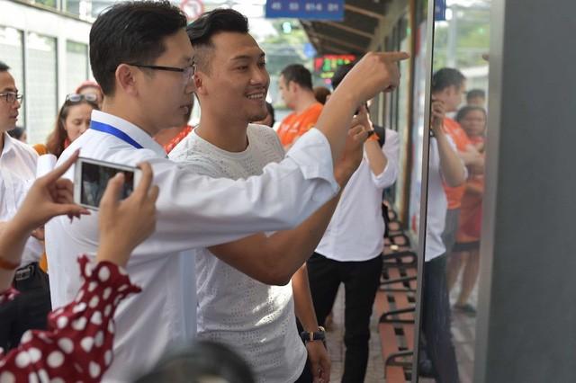 Thông điệp về bình đẳng giới, hạn chế nạn quấy rối tình dục tại trạm xe buýt Hàm Nghi (quận 1)