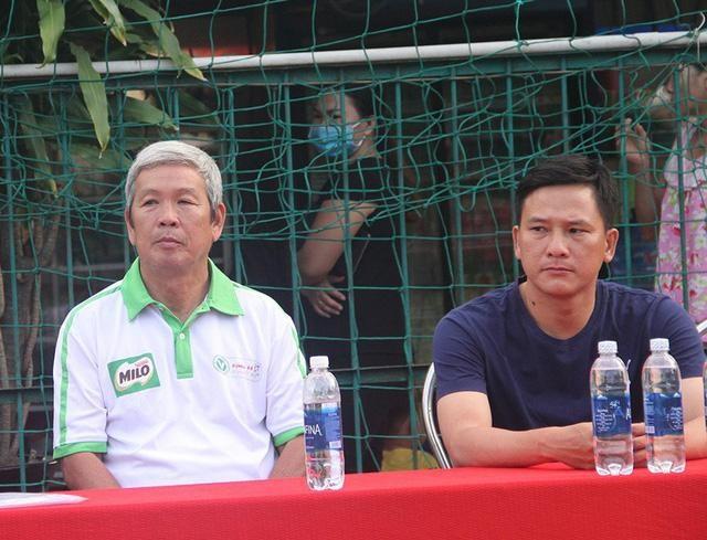 Cựu HLV Đoàn Minh Xương (trái) - ảnh: Trọng Vũ