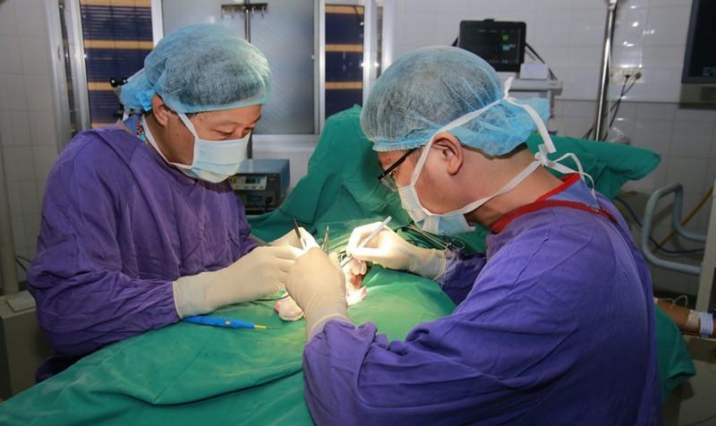Bé trai bị cắt tinh hoàn vì phòng khám tư chẩn đoán sai