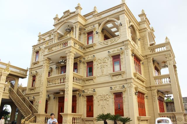Sự thật về gia chủ và căn biệt thự dát toàn vàng ở Bà Rịa - Vũng Tàu - Ảnh 2.