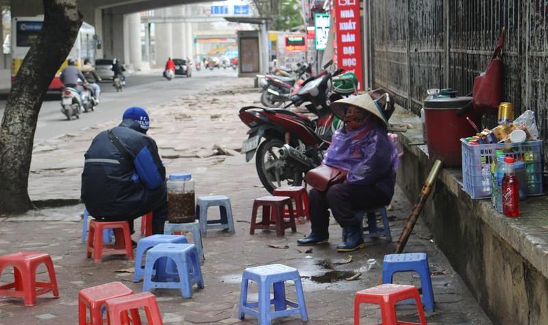 Run rẩy mưu sinh trong ngày rét kỷ lục ở Hà Nội