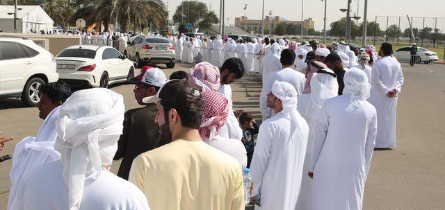 Hoàng tử UAE vung tiền mua hết vé, ngăn không cho CĐV Qatar vào sân - 1
