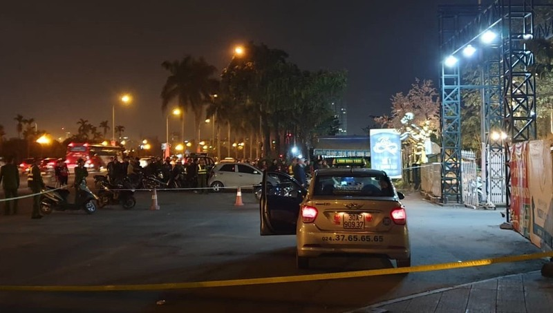 Hai người đi cùng tài xế taxi thiệt mạng ở cổng SVĐ Mỹ Đình?