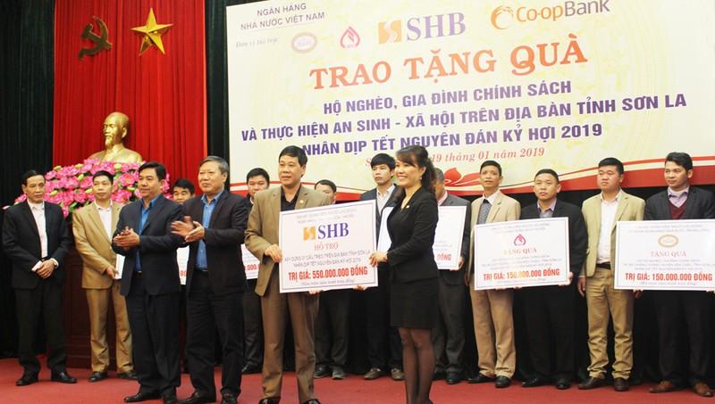 SHB tặng 1 tỷ đồng cho đồng bào khó khăn tại tỉnh Sơn La