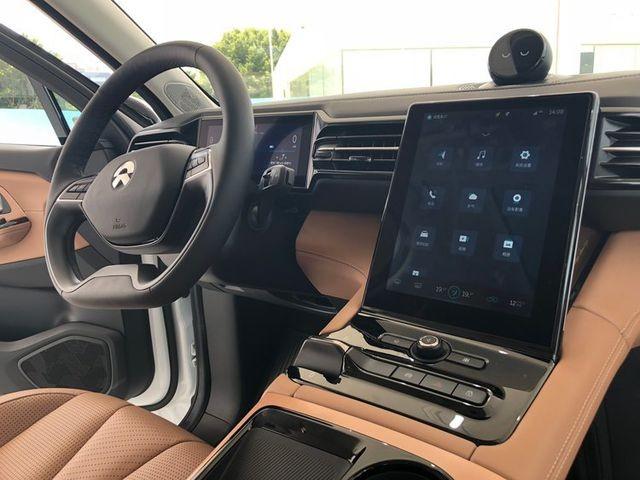 Hết hồn với xe thông minh Trung Quốc nhốt khách cả tiếng đồng hồ - 2