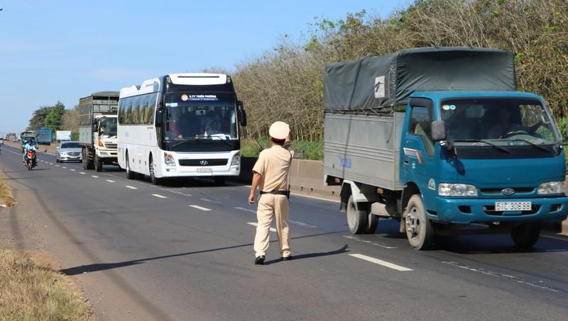 Cảnh sát bắt đầu đợt mới tổng kiểm soát ô tô tải, ô tô khách