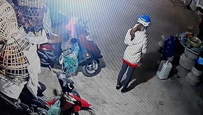 Mẹ nữ sinh bán gà mong 'cư dân mạng' không khơi sâu nỗi đau gia đình