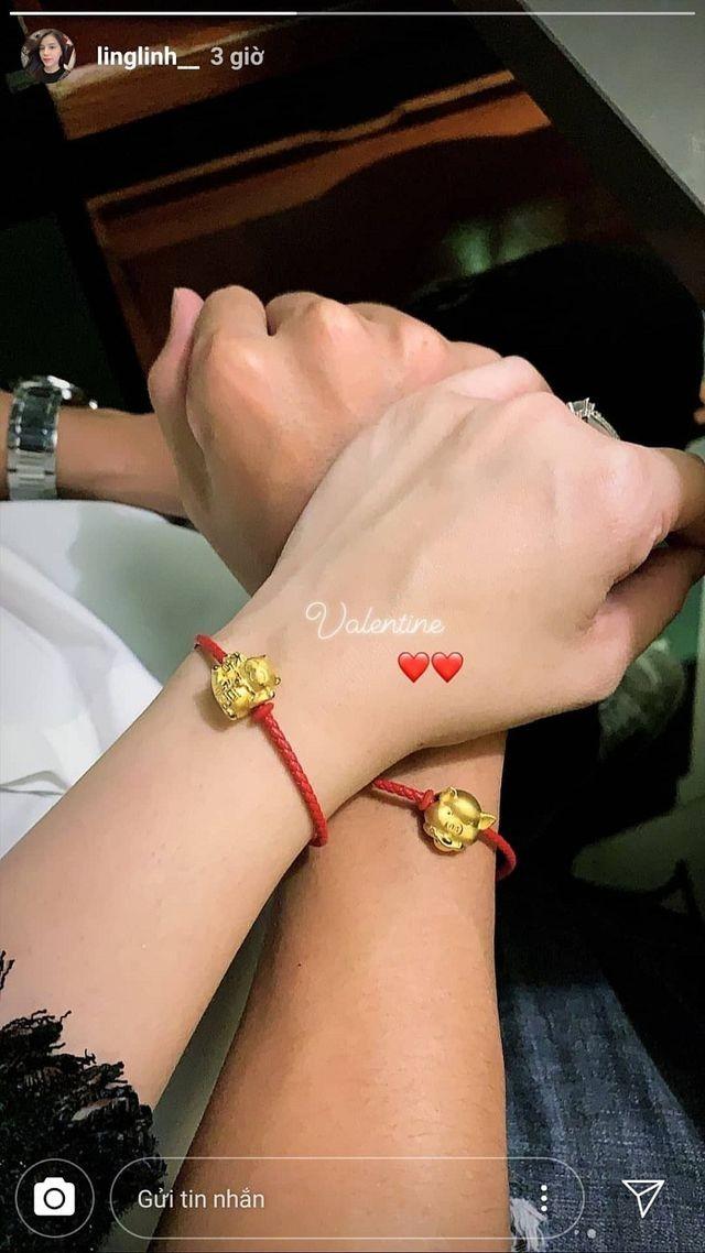 Dàn bạn gái tuyển U23 Việt Nam hào hứng khoe quà được tặng ngày Valentine - 1
