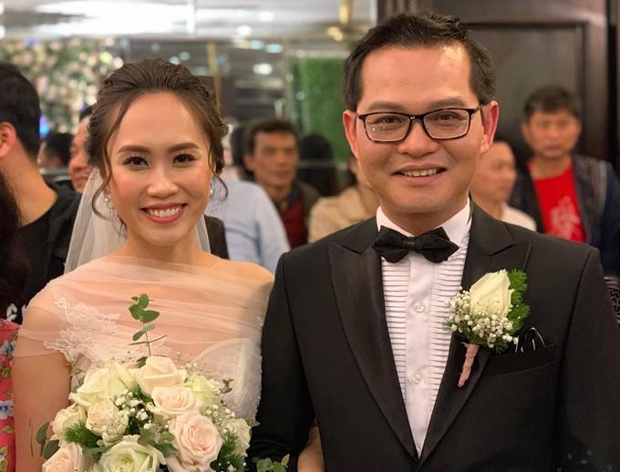 NSND Trung Hiếu và vợ kém 19 tuổi làm tiệc cưới tại quê nhà Thái Bình