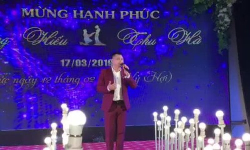 Nghệ sĩ Tự Long hát trong đám cưới NSND Trung Hiếu