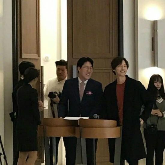 Song Joong Ki xuống sắc, tháo nhẫn cưới giữa tin đồn ly dị Song Hye Kyo - 3