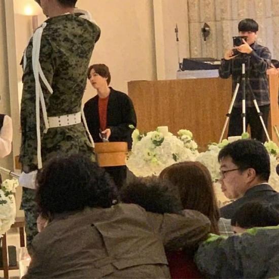Song Joong Ki dự đám cưới với vai trò người dẫn chương trình.
