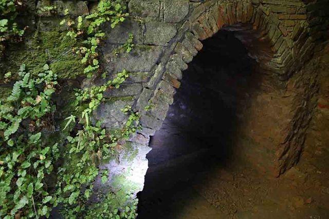 Hà Nội: Bí ẩn hang ngầm dưới đình cổ giáp hồ Tây - 5