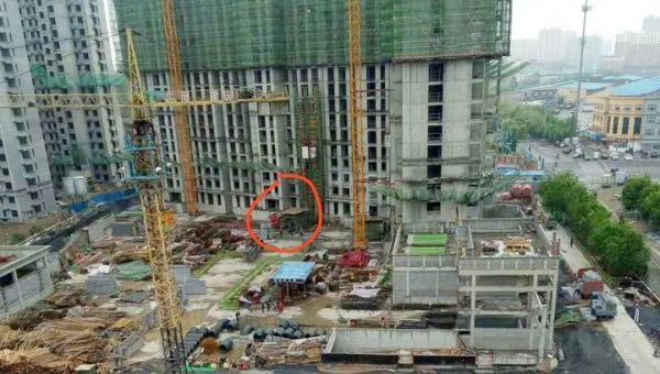 Rơi thang máy ở Trung Quốc, 11 người chết