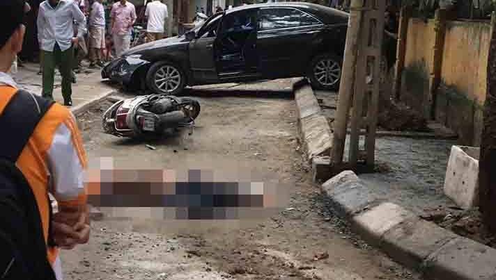 Nữ tài xế lùi ô tô Camry đâm chết bà đi xe máy tại Hà Nội