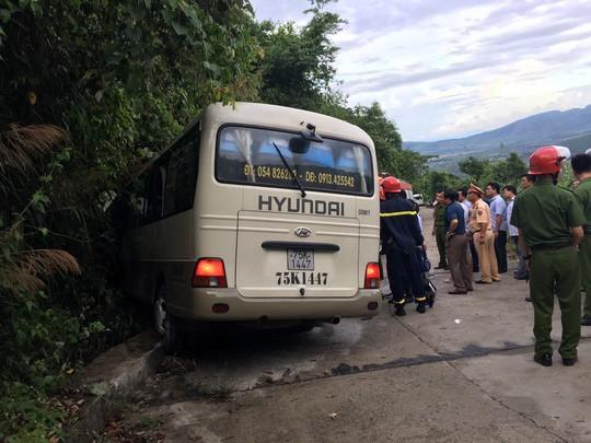 Xe khách tông vách núi, 18 sinh viên nước ngoài bị thương - Ảnh 3.