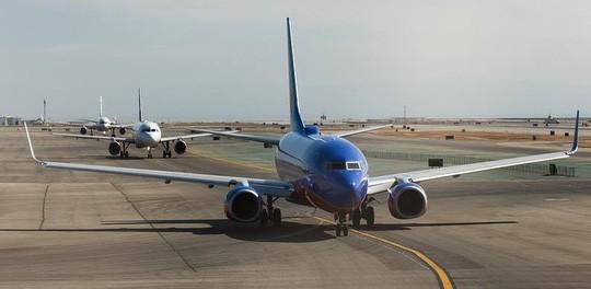 Sắp khởi hành, phi công bị bắt về tội giết 3 người - Ảnh 2.