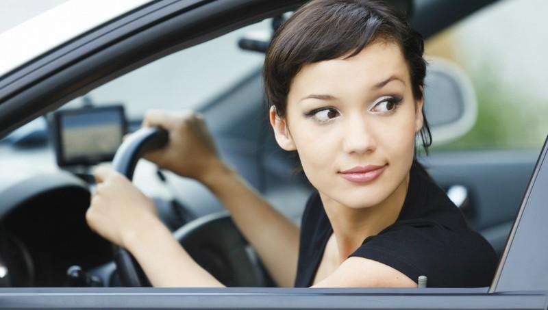 CSGT hướng dẫn kỹ năng lùi ô tô trên đường