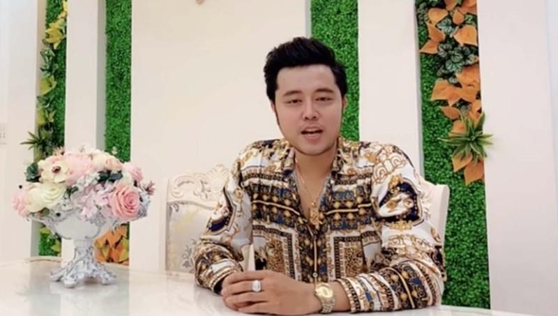 Tình cũ nữ tỷ phú U60 Yvonne Thúy Hoàng bất ngờ khoe tình mới