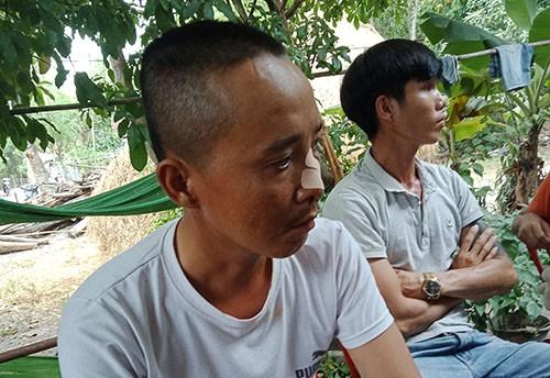 Anh Phạm Hồng Cấp kể lại sự việc. Ảnh: Đắc Thành.