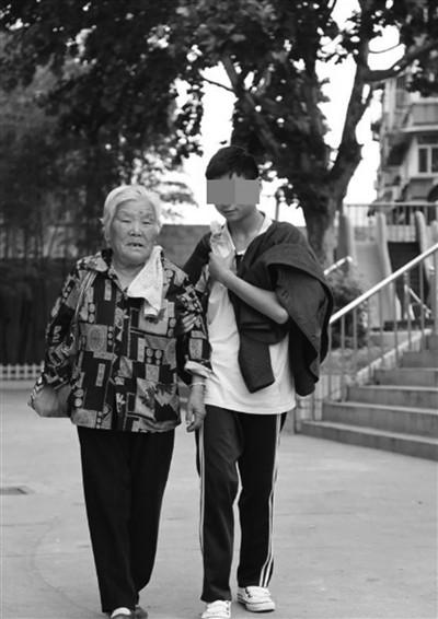 Hiện tại Liu đã có khá nhiều kỹ năng sống và kiến thức, có thể hòa nhập với xã hội và sống tự lập. Ảnh: China News.