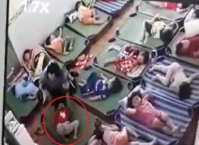 Cô giáo tát trẻ chảy máu mũi vì không chịu ngủ trưa - 1