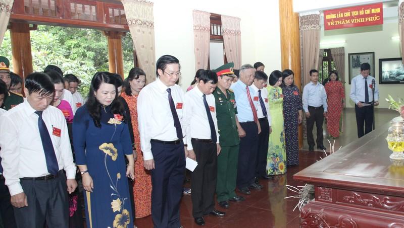 Đoàn đại biểu dự Đại hội MTTQ tỉnh Vĩnh Phúc dâng hương tưởng niệm Hồ Chủ tịch và các liệt sỹ