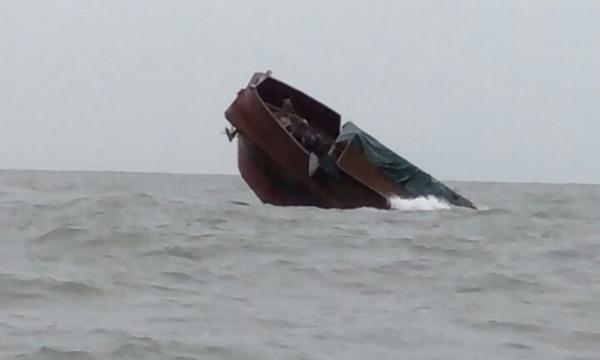 Tàu hàng Trung Quốc chở 116 tấn thịt trâu chìm trên biển Quảng Ninh