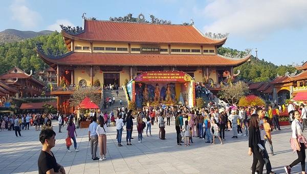 Khách du lịch đến các điểm tham quan trên địa bàn tỉnh Quảng Ninh tăng 15%