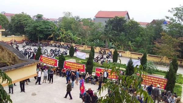 """Hải Dương: Hàng trăm người dân """"vây"""" UBND xã, phản đối xây dựng nhà máy rác ngàn tỷ"""