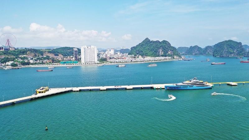 Ông chủ siêu du thuyền 150 triệu USD ngỡ ngàng trước Vịnh Hạ Long