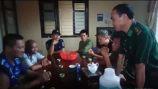 Cứu 6 ngư dân mắc kẹt trên biển do bão số 2