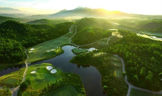 Chơi golf giữa núi đồi Đà Nẵng