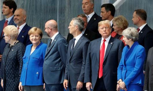 """""""Bắt bài"""" phong cách ngoại giao Tổng thống Mỹ"""
