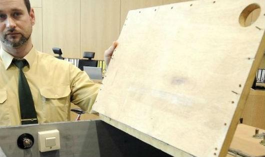 Vụ án thi thể bé gái 10 tuổi trong chiếc thùng gỗ chôn ởrừng