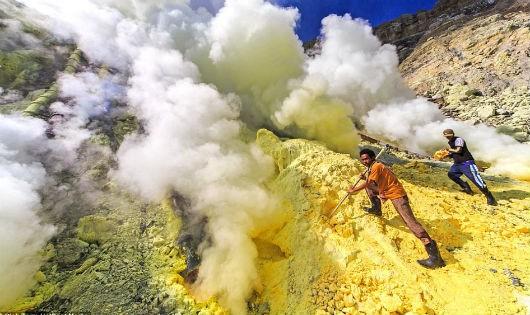 'Kho báu của Quỷ' ở ngọn núi phun nham thạch màu xanh